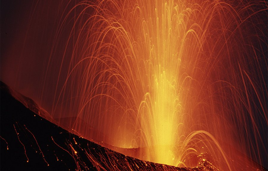 La furie du Stromboli dans la nuit Tyrrhénienne. Photo Aitor Pedrueza.