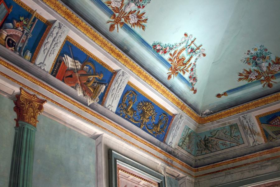 A l'intérieur du châteu, des superbes fresques. Photo de  D@di /4.