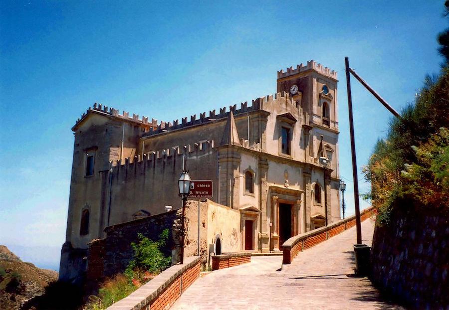 Savoca, un des villages ou Le Parrain a été tourné.