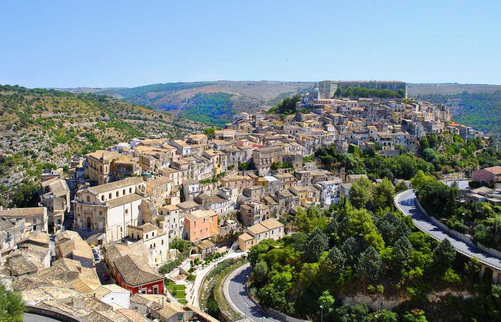 La belle ville de Ragusa Ibla. Charmante et agreable, calme et animée. Photo de S. Confalonieri.