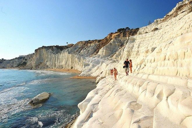 La plage de Scala dei Turchi, avec ses murs de craie.