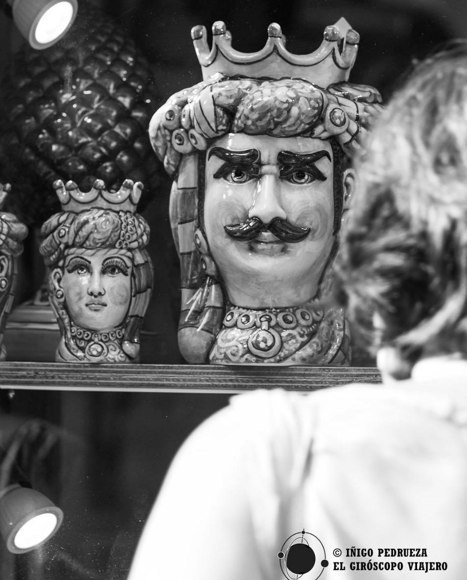Poterie de Caltalgirone dans une boutique de Palerme. ©Iñigo Pedrueza.