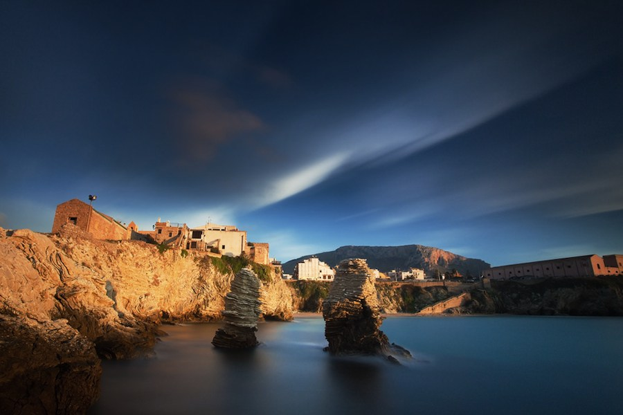 Les Faraglioni à Terrasini, vigies ornant la côte près de Palerme. Photo Aitor Pedrueza.