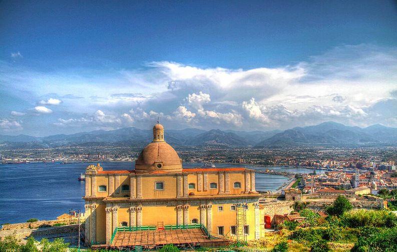 La Cittá Spagnola, le noyau historique de Milazzo. Beau, très beau. Photo de TrioFabrizzio.