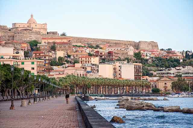 Promenade dans le port de Milazzo. Photo de M. Cruppi.